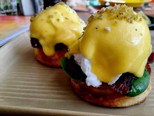 Eggs Benedict with Bacon [55AED + 18AED for avocado ~ £13.80]
