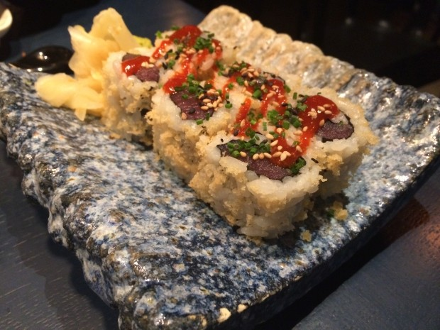 Spicy Tuna Maki with Tempura Crunchies [£8.50]